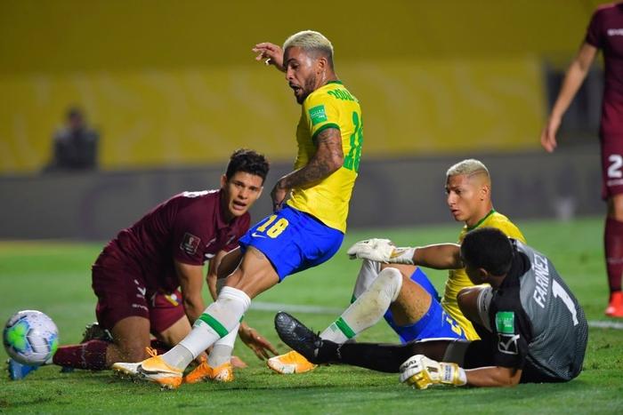 Ngôi sao đang xịt ở Ngoại hạng Anh ghi bàn, Brazil chật vật giữ thành tích hoàn hảo ở vòng loại World Cup 2020 - Ảnh 5.