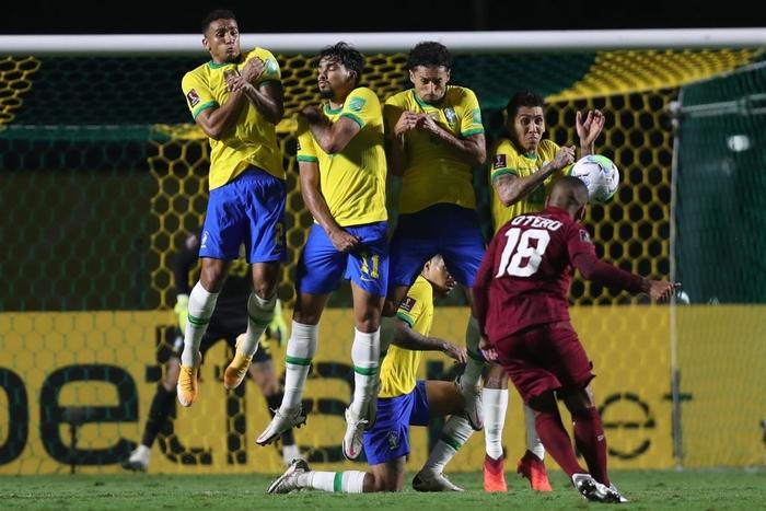 Ngôi sao đang xịt ở Ngoại hạng Anh ghi bàn, Brazil chật vật giữ thành tích hoàn hảo ở vòng loại World Cup 2020 - Ảnh 8.