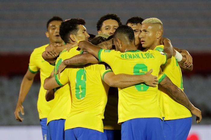 Peru 0-2 Argentina: Messi gây bất ngờ với chỉ số phòng ngự ấn tượng sau khi bị chê lười nhác - Ảnh 9.