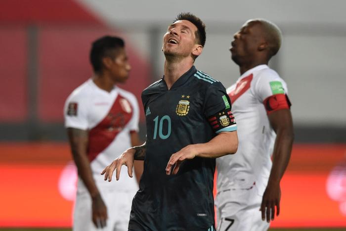 Peru 0-2 Argentina: Messi gây bất ngờ với chỉ số phòng ngự ấn tượng sau khi bị chê lười nhác - Ảnh 4.