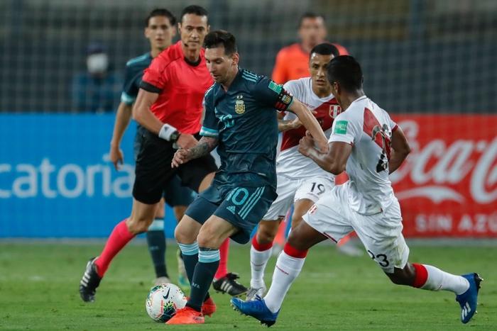 Peru 0-2 Argentina: Messi gây bất ngờ với chỉ số phòng ngự ấn tượng sau khi bị chê lười nhác - Ảnh 2.