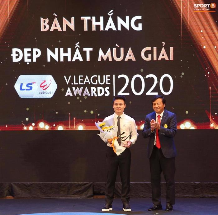 Quang Hải nhận giải bàn thắng đẹp nhất, Công Phượng được vinh danh nhưng vắng mặt tại V.League Awards 2020 - Ảnh 3.