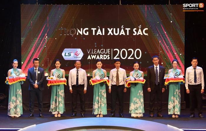Quang Hải nhận giải bàn thắng đẹp nhất, Công Phượng được vinh danh nhưng vắng mặt tại V.League Awards 2020 - Ảnh 6.