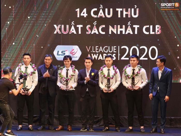 Quang Hải nhận giải bàn thắng đẹp nhất, Công Phượng được vinh danh nhưng vắng mặt tại V.League Awards 2020 - Ảnh 4.