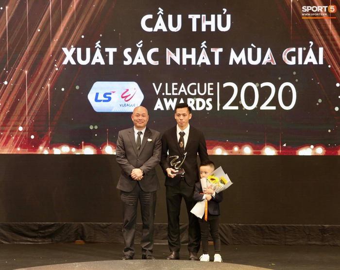Quang Hải nhận giải bàn thắng đẹp nhất, Công Phượng được vinh danh nhưng vắng mặt tại V.League Awards 2020 - Ảnh 2.