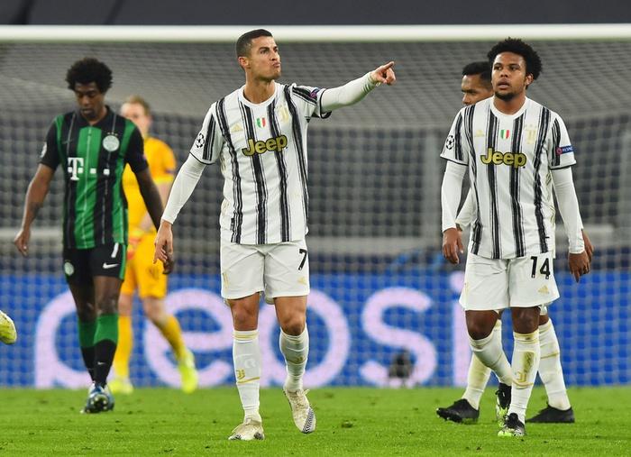Ronaldo cười tươi khi đối thủ xin áo đấu trong ngày cân bằng kỷ lục ghi bàn của Messi - Ảnh 6.