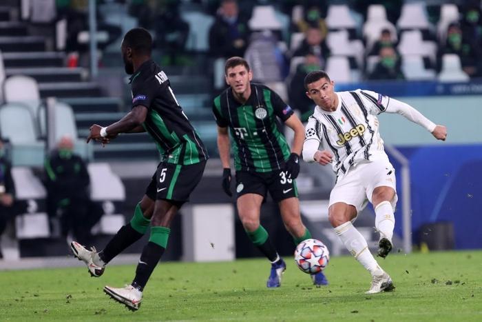 Ronaldo ghi bàn đưa Juventus vào vòng knock-out Champions League - ảnh 7