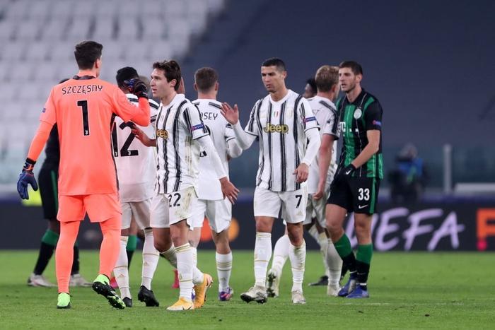 Ronaldo ghi bàn đưa Juventus vào vòng knock-out Champions League - ảnh 12