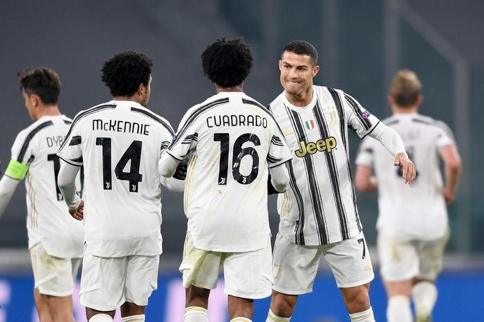Ronaldo ghi bàn đưa Juventus vào vòng knock-out Champions League - ảnh 8