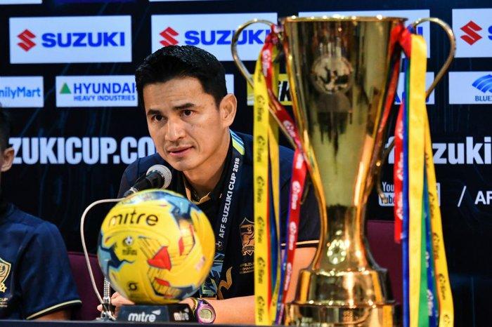 HLV mới của Công Phượng ở HAGL siêu đặc biệt: Công khai chỉ trích Thủ tướng Thái Lan, là cỗ máy hái ra tiền - Ảnh 3.