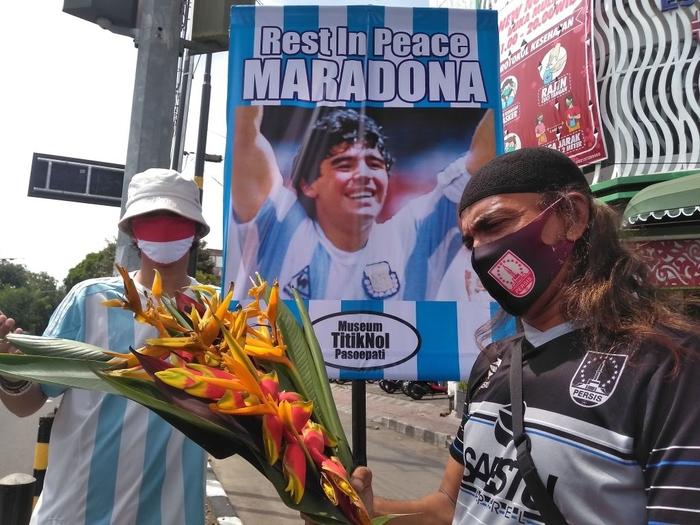 Xúc động bức họa tưởng nhớ Maradona trên nền căn nhà đổ nát giữa vùng chiến sự - Ảnh 6.