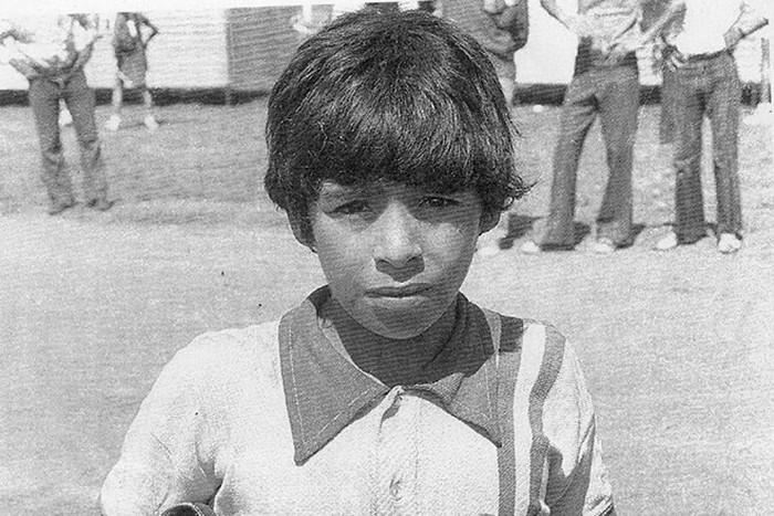 Sự nghiệp thăng trầm của Diego Maradona qua những bức hình đáng nhớ: Tạm biệt một thiên tài với đôi chân đầy những ma thuật - Ảnh 1.