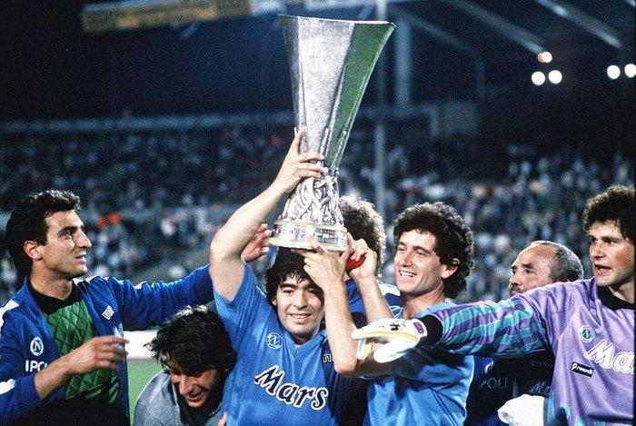 Sự nghiệp thăng trầm của Diego Maradona qua những bức hình đáng nhớ: Tạm biệt một thiên tài với đôi chân đầy những ma thuật - Ảnh 9.