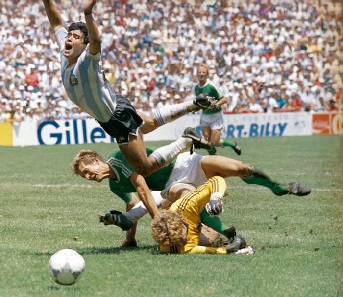 Sự nghiệp thăng trầm của Diego Maradona qua những bức hình đáng nhớ: Tạm biệt một thiên tài với đôi chân đầy những ma thuật - Ảnh 6.