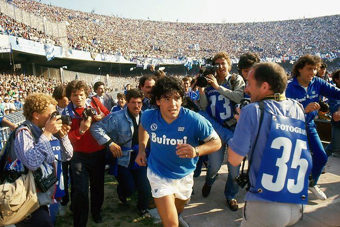 Sự nghiệp thăng trầm của Diego Maradona qua những bức hình đáng nhớ: Tạm biệt một thiên tài với đôi chân đầy những ma thuật - Ảnh 8.