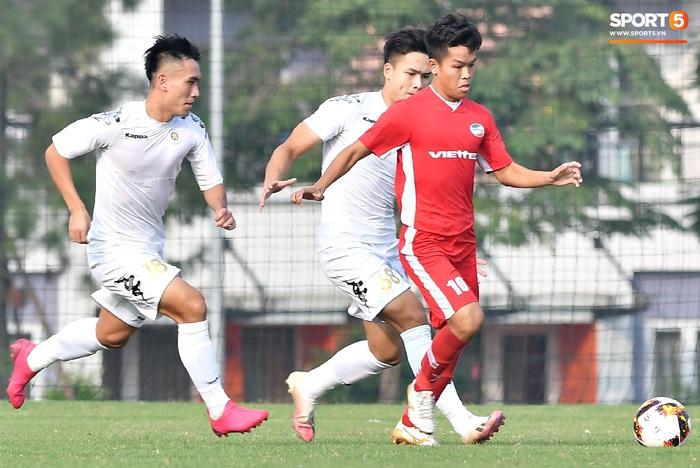 Tân binh của ĐTQG nhạt nhòa trong ngày HLV Park Hang-seo dự khán giải U21 Quốc gia - Ảnh 9.