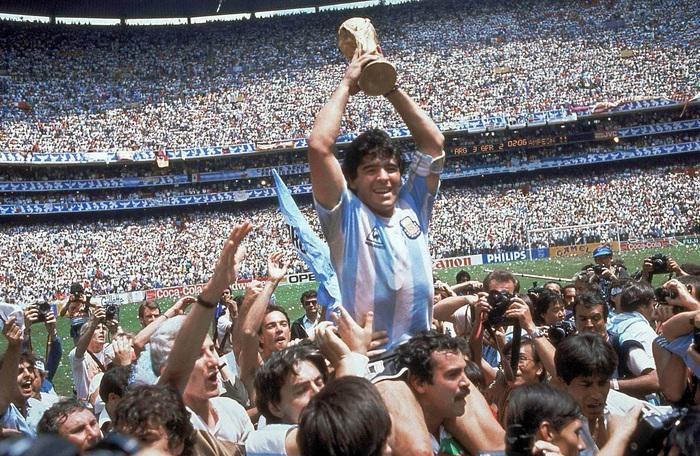 Sự nghiệp thăng trầm của Diego Maradona qua những bức hình đáng nhớ: Tạm biệt một thiên tài với đôi chân đầy những ma thuật - Ảnh 7.