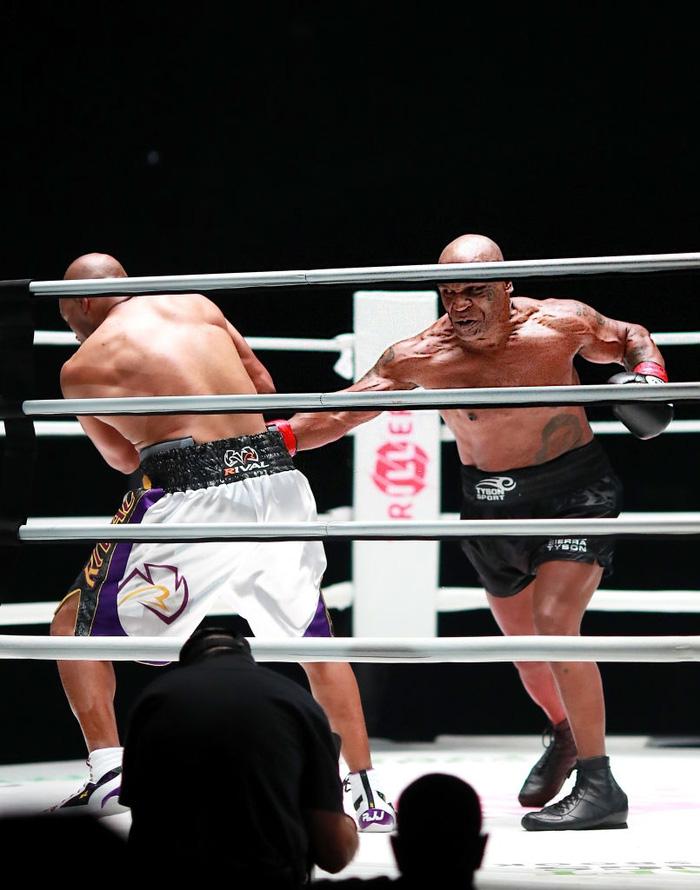 Lộ bằng chứng cho thấy sự lấn lướt toàn diện của Mike Tyson trước Roy Jones - Ảnh 3.