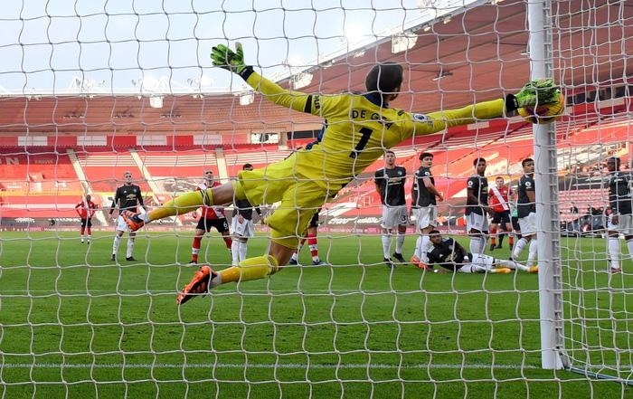 Bị dẫn 2 bàn, Man Utd vẫn thắng ngược kịch tính nhờ cú đúp giàu cảm xúc của Cavani - ảnh 6