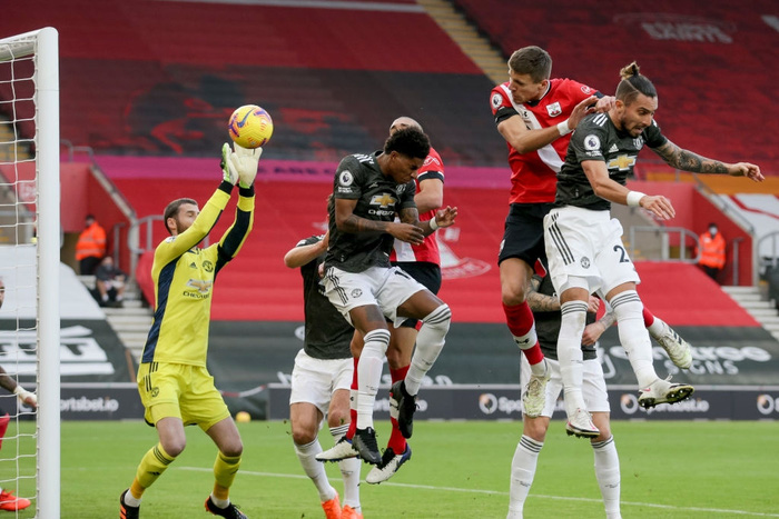 Bị dẫn 2 bàn, Man Utd vẫn thắng ngược kịch tính nhờ cú đúp giàu cảm xúc của Cavani - ảnh 3