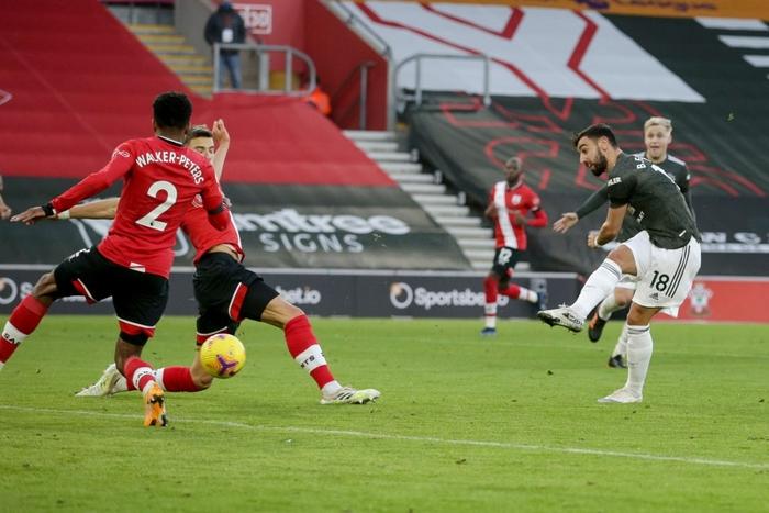 Bị dẫn 2 bàn, Man Utd vẫn thắng ngược kịch tính nhờ cú đúp giàu cảm xúc của Cavani - ảnh 8