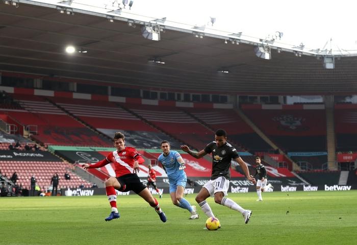 Bị dẫn 2 bàn, Man Utd vẫn thắng ngược kịch tính nhờ cú đúp giàu cảm xúc của Cavani - ảnh 2