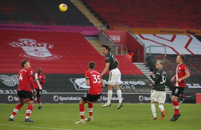 Bị dẫn 2 bàn, Man Utd vẫn thắng ngược kịch tính nhờ cú đúp giàu cảm xúc của Cavani - Ảnh 6.