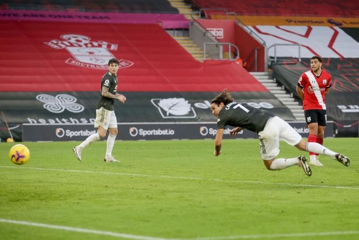 Bị dẫn 2 bàn, Man Utd vẫn thắng ngược kịch tính nhờ cú đúp giàu cảm xúc của Cavani - ảnh 9
