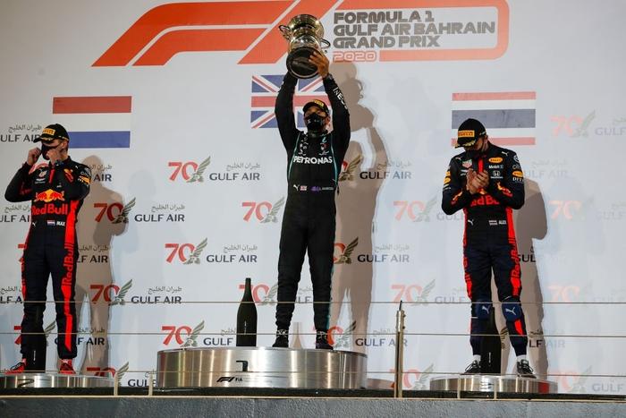 Màn thoát chết thần kỳ trên đường đua F1: Xe vỡ nát và bốc cháy ngùn ngụt hơn chục giây, tay đua mới lồm cồm thoát ra - ảnh 11