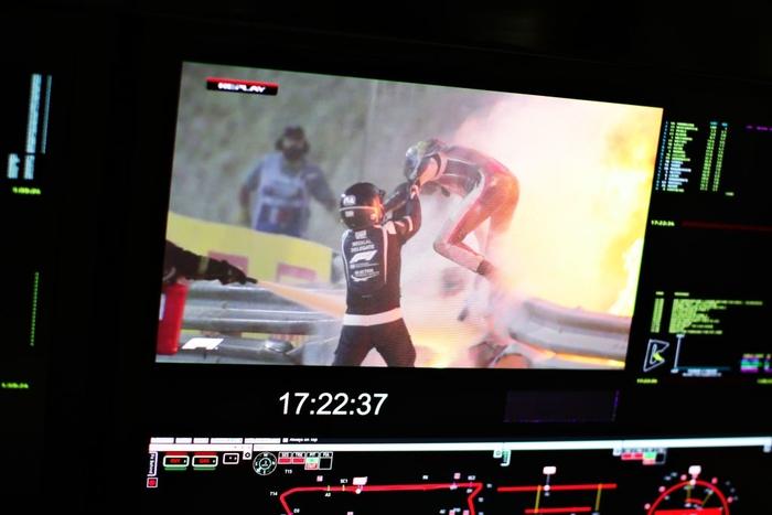 Màn thoát chết thần kỳ trên đường đua F1: Xe vỡ nát và bốc cháy ngùn ngụt hơn chục giây, tay đua mới lồm cồm thoát ra - ảnh 6