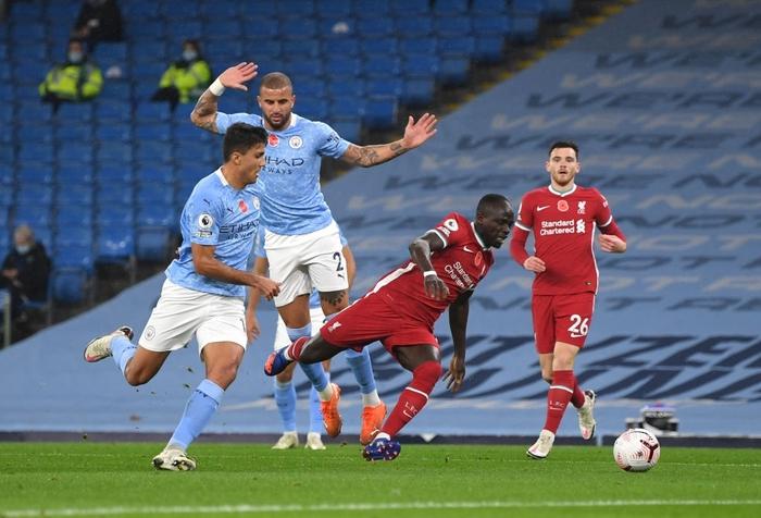 Ngôi sao đáng tin nhất sút hỏng phạt đền, Man City bị Liverpool cầm hòa trên sân nhà - Ảnh 2.