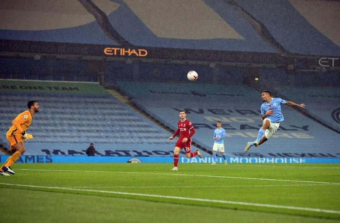 Ngôi sao đáng tin nhất sút hỏng phạt đền, Man City bị Liverpool cầm hòa trên sân nhà - Ảnh 8.