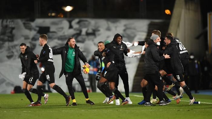 Từ chối nối gót MU, Real Madrid vào vòng 1/8 Champions League - Ảnh 9.