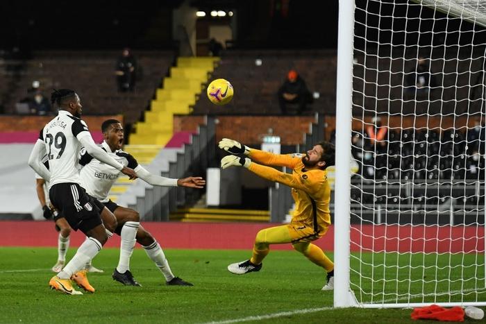 Liverpool mất điểm trước CLB lo trụ hạng, lỡ cơ hội vươn lên ngôi đầu Ngoại hạng Anh - Ảnh 3.