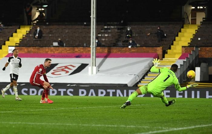 Liverpool mất điểm trước CLB lo trụ hạng, lỡ cơ hội vươn lên ngôi đầu Ngoại hạng Anh - Ảnh 9.