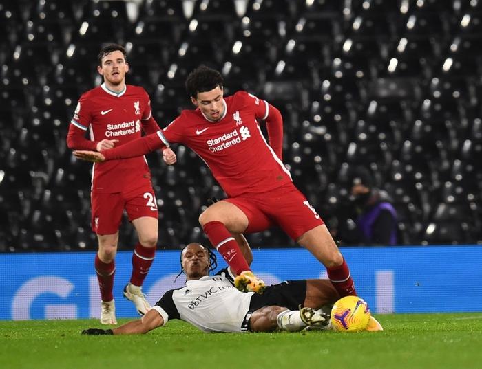 Liverpool mất điểm trước CLB lo trụ hạng, lỡ cơ hội vươn lên ngôi đầu Ngoại hạng Anh - Ảnh 12.