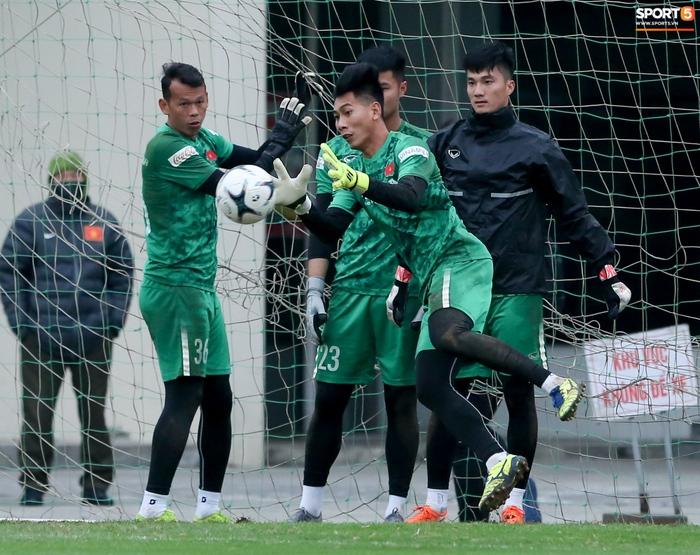 Tại sao HLV thủ môn Hàn Quốc chưa làm việc ở tuyển Việt Nam? - Ảnh 3.
