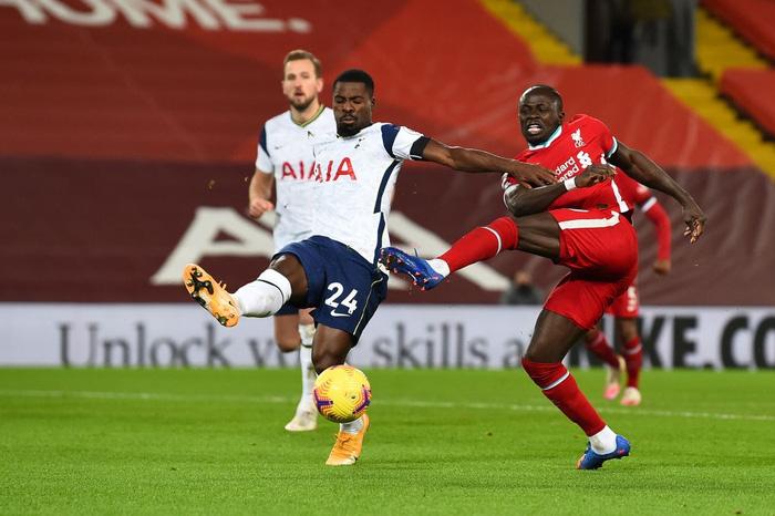 Bàn thắng phút cuối giúp Liverpool hạ gục Tottenham, độc chiếm ngôi đầu Ngoại hạng Anh - Ảnh 8.