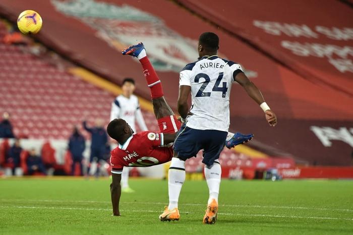 Bàn thắng phút cuối giúp Liverpool hạ gục Tottenham, độc chiếm ngôi đầu Ngoại hạng Anh - Ảnh 4.