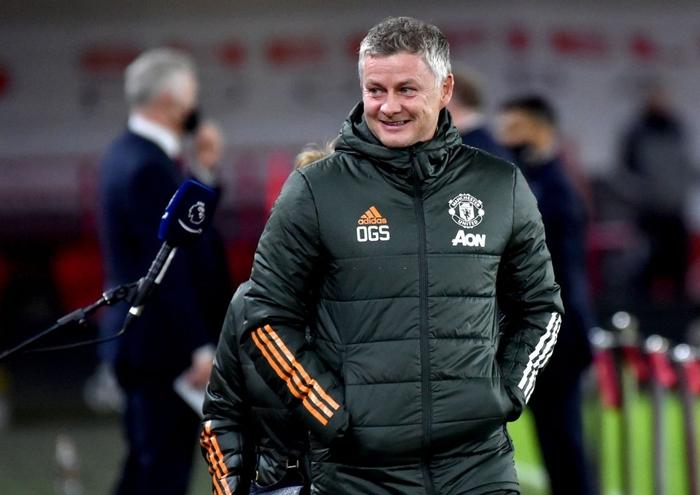 Hàng thủ lại tấu hài, Man Utd thắng thót tim để tiến sát cuộc đua vô địch Ngoại hạng Anh - Ảnh 1.