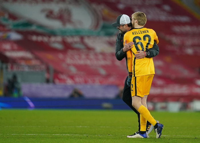 Sai lầm ngớ ngẩn của thủ môn giúp Liverpool giành vé vào knock-out Champions League - ảnh 2