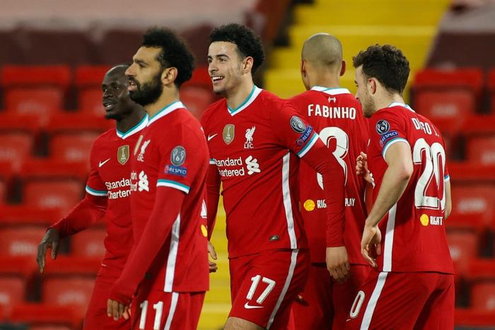 Sai lầm ngớ ngẩn của thủ môn giúp Liverpool giành vé vào knock-out Champions League - ảnh 1