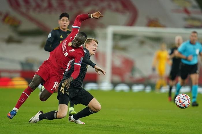 Sai lầm ngớ ngẩn của thủ môn giúp Liverpool giành vé vào knock-out Champions League - ảnh 5