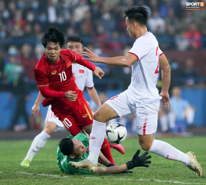 Tuyển thủ Việt Nam bỏ lỡ hai cơ hội ngon ăn trước U22 trong 20 giây - Ảnh 7.