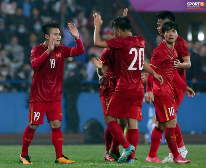 Tuyển thủ Việt Nam bỏ lỡ hai cơ hội ngon ăn trước U22 trong 20 giây - Ảnh 10.