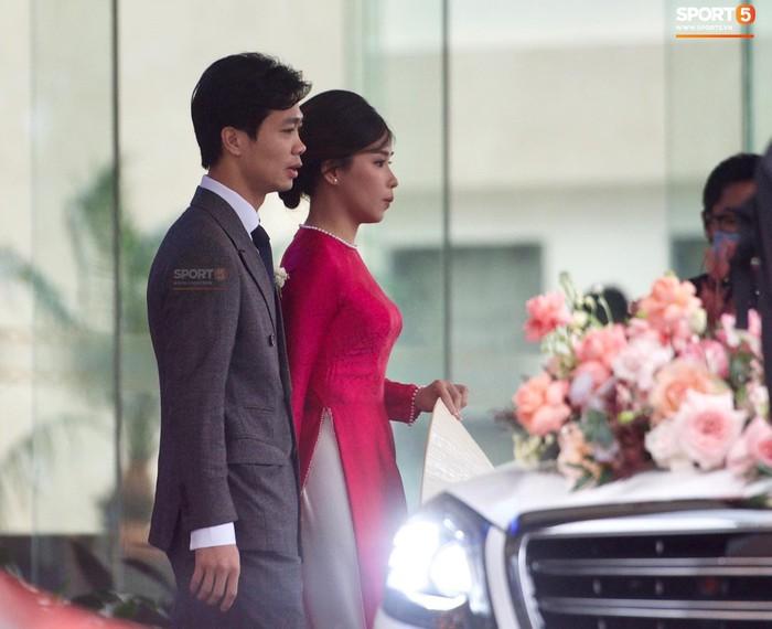 Cô dâu Viên Minh lộ diện, cùng Công Phượng về dinh - Ảnh 3.