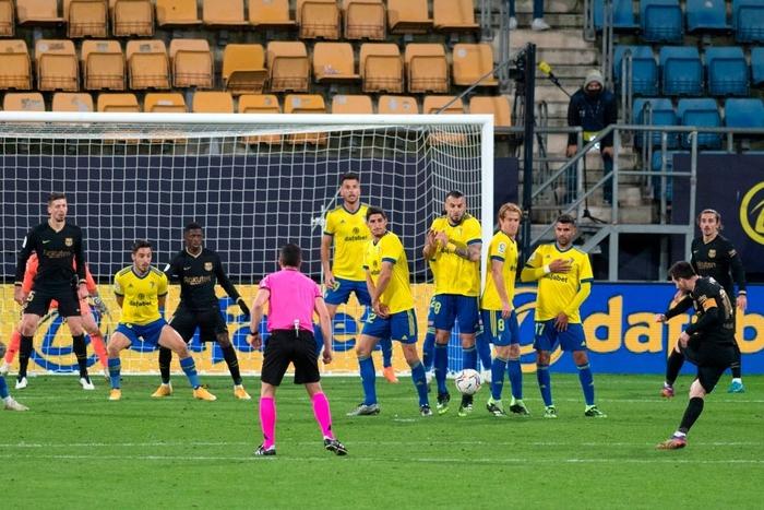 Messi và đồng đội tịt ngòi, Barcelona thua đau đội bóng mới lên hạng - Ảnh 7.