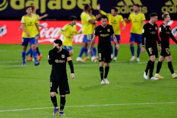 Messi và đồng đội tịt ngòi, Barcelona thua đau đội bóng mới lên hạng - Ảnh 1.
