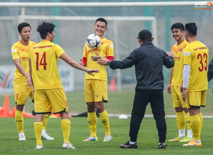 HLV Park Hang-seo bị Tuấn Anh trêu, không cho tham gia trò chơi ở tuyển Việt Nam - Ảnh 2.