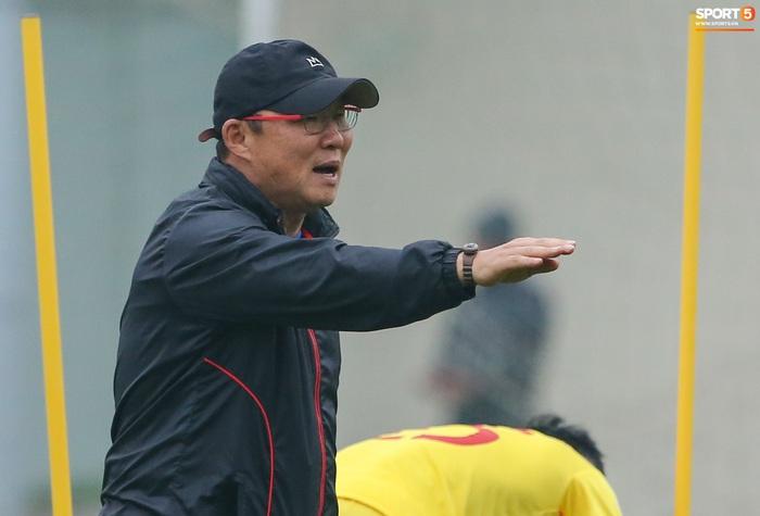 HLV Park Hang-seo bị Tuấn Anh trêu, không cho tham gia trò chơi ở tuyển Việt Nam - Ảnh 1.